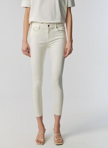 Monamoda Kırık Beyaz Kesik Paça Likralı Jean Pantolon Beyaz